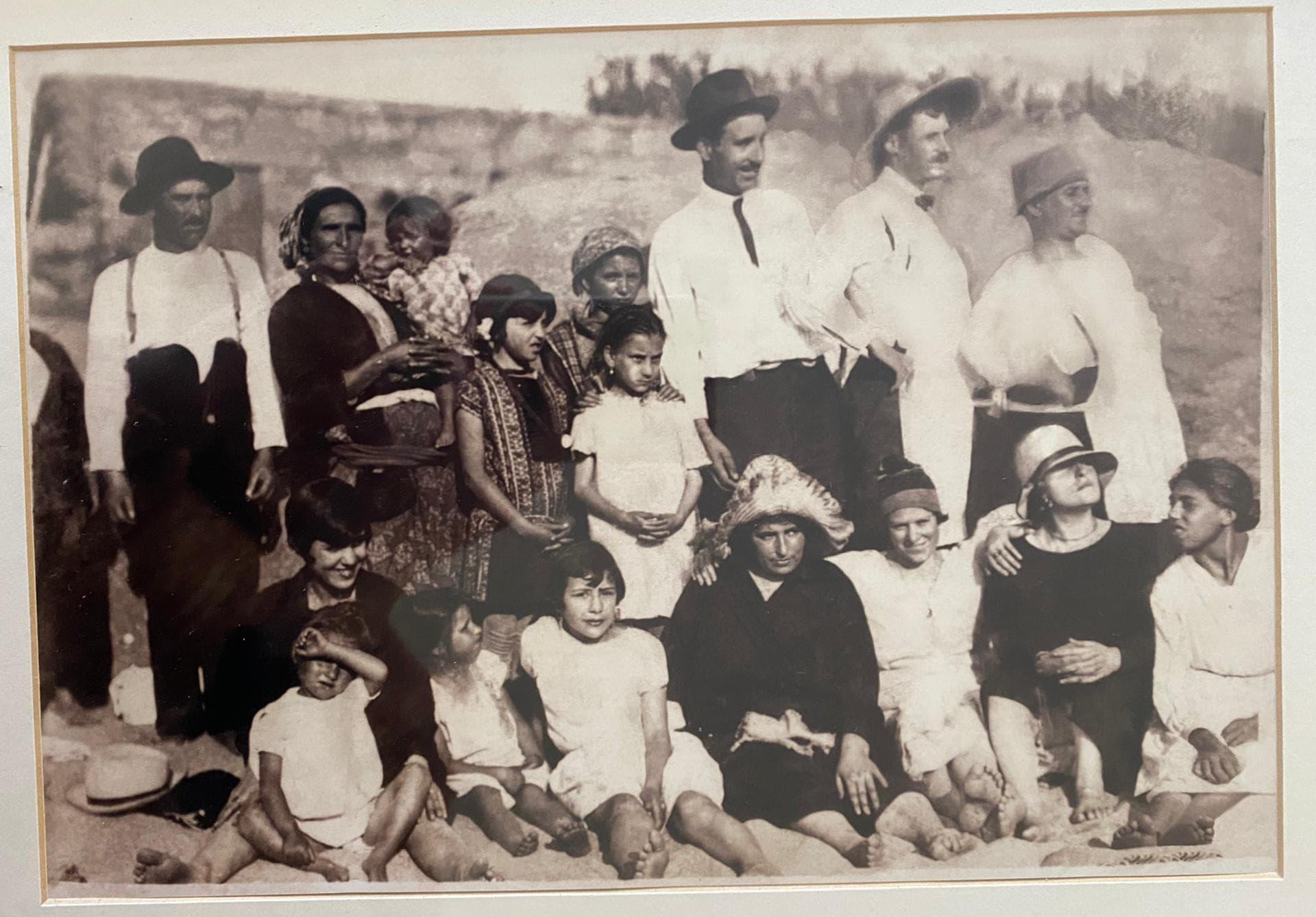Foto-na-Praia-de-Lavadores-Gracinda-c.-35-anos-c.-1930-PARTE-2